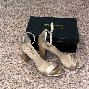 Women's Size 8 LuLu's Gold Heels.